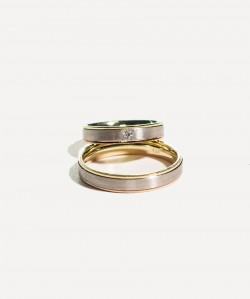Verighete din aur galben si alb cu model si piatra pentru EA